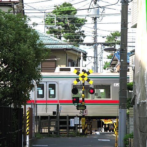 007-fumikiri-20110514-keiseiyawata-shibayama3600.jpg