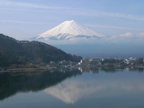 011-120416ode-lakekawaguchi.jpg