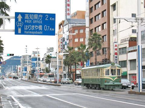 016-200-20030224-kochiekimae.jpg