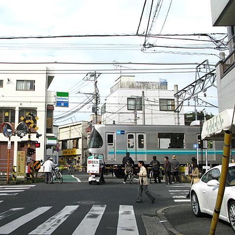 041-20101025-tokyu-meguroline-oookayama.jpg