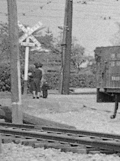 09-5404tamaden-railroadcrossing.jpg