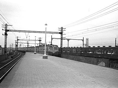 003-195308-olympus35-shimbashi01.jpg