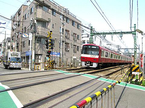 068-20100426-keikyu-tsurumiichiba.jpg