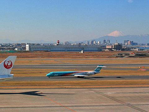 211-030106-haneda-MD90-JAS.jpg